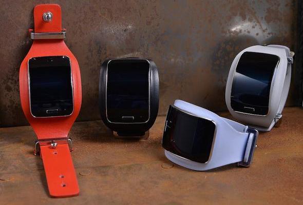 samsung-gear-s-diesel-black-gold-smartwatch