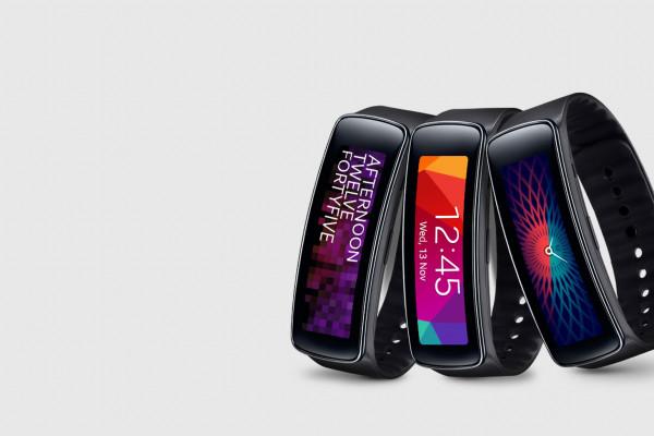 Samsung Gear fit smartwatch : fitness tracker